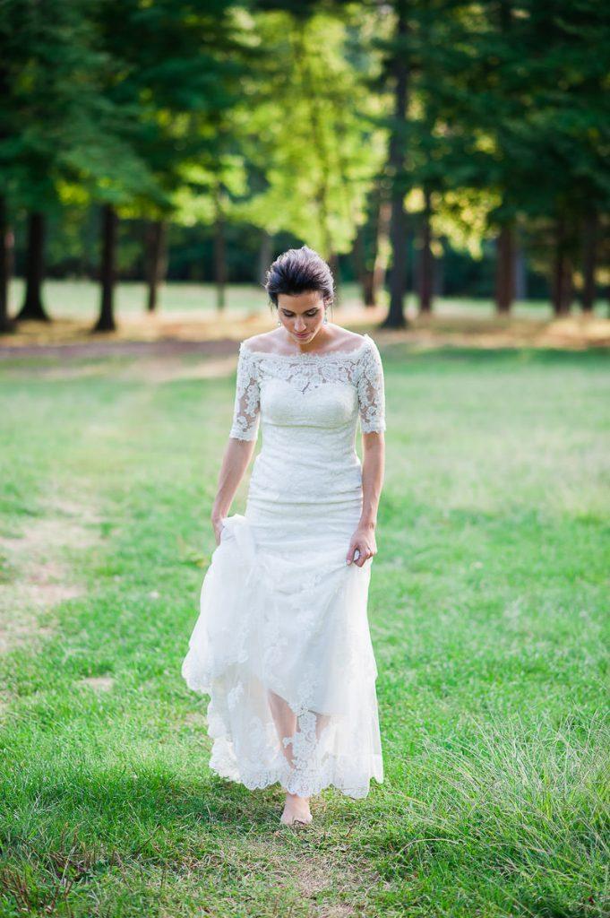 mariee marchant dans le gazon mariage champetre club de golf continental sorel-tracy