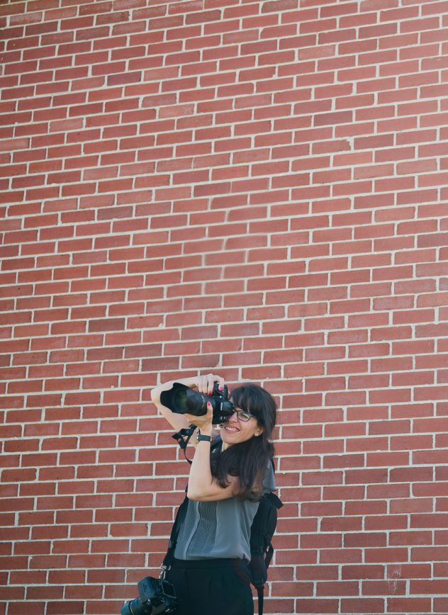 photographe camera objectif mur de brique