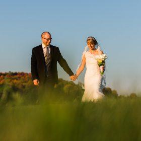 mariage auberge west brome marche main dans la main automne couleur montagne