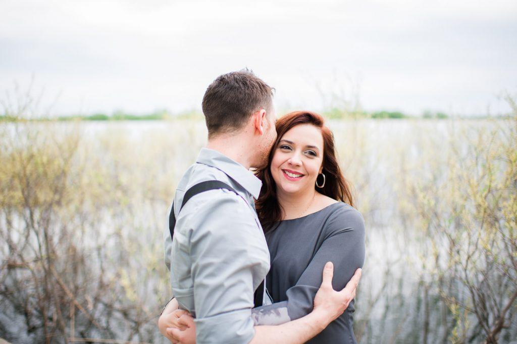 couple amoureux sourire bord du fleuve st laurent boucherville parc