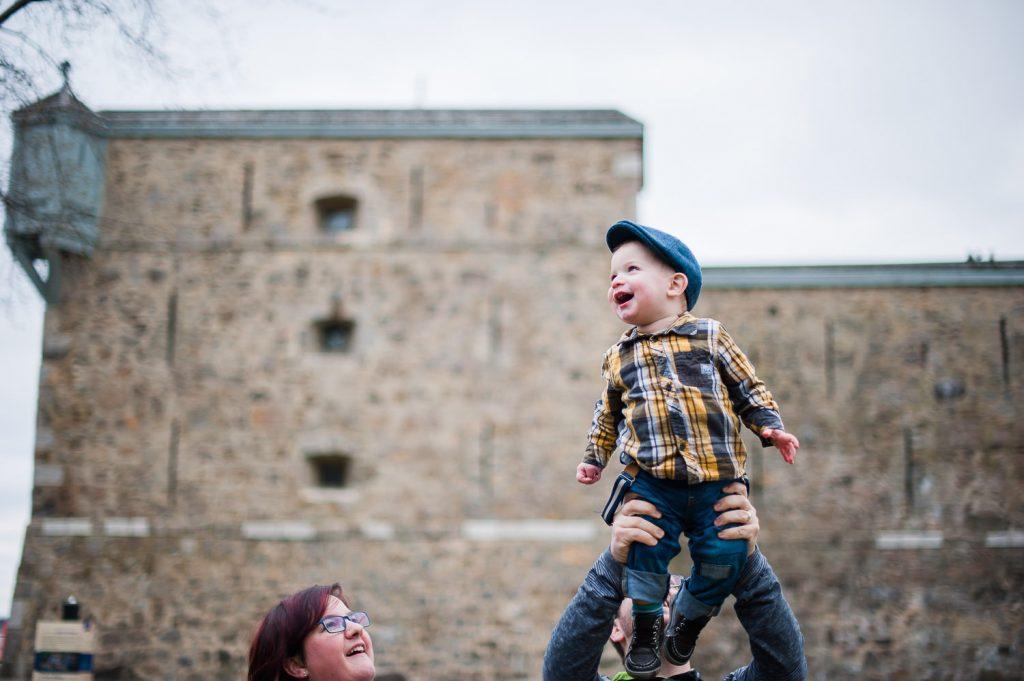 garcon parc parent session de photographie sourire