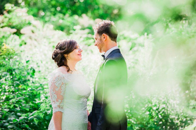 mariage couple verdure nature romantique salle de reception la champenoise