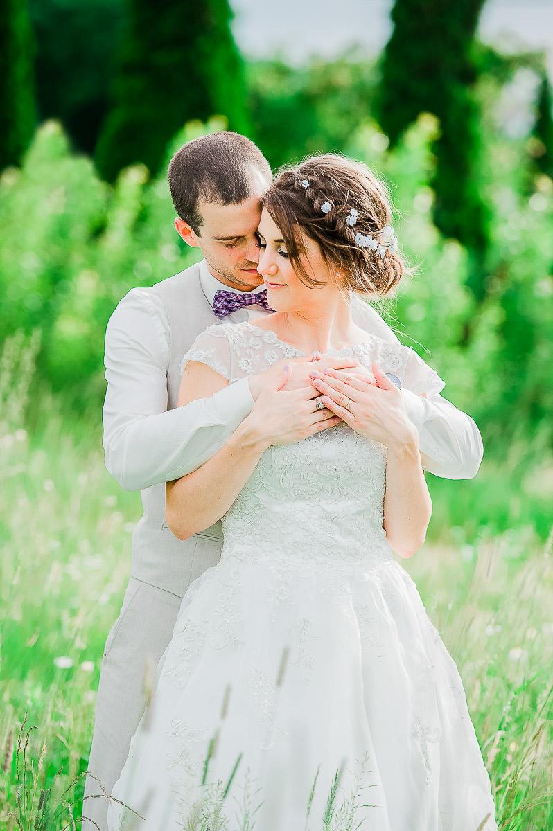 couple mariage romantique nature lifestyle champ