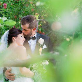 couple verger champetre pommes mariage romantique