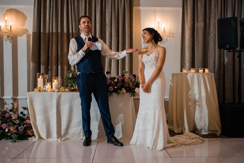 Discours-des-maries-pendant-la-reception-du-mariage-