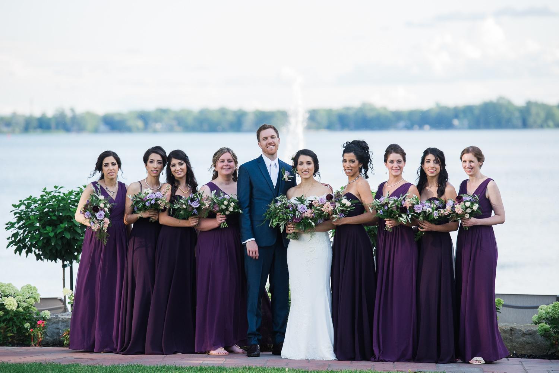 Les-maries-avec-8-filles-honneur-devant-la-baie-de-Vaudreuil