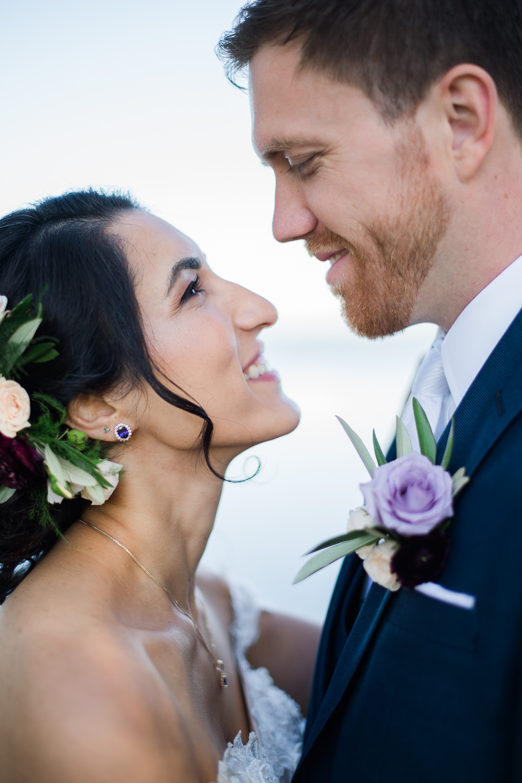 Les-maries-se-regardent-dans-les-yeux-portrait-visage