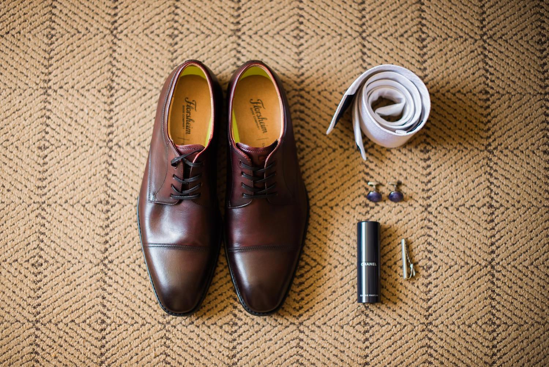 soulier-homme-cravate-blanche-parfum-chanel-pince-a-cravate-bouton-de-manchette