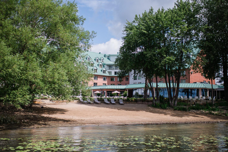Vaudreuil-dorion-batiment-exterieur-arbre-lac