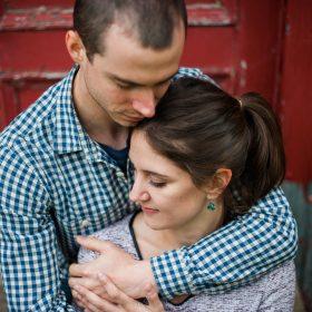 couple amoureux grange rouge