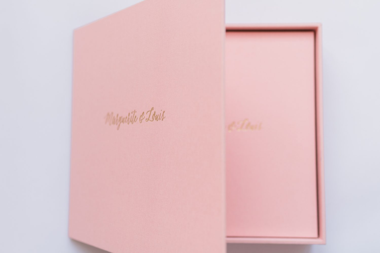 wedding-album-pink-fabrik-cover-Nadine-Gregoire-Photographe