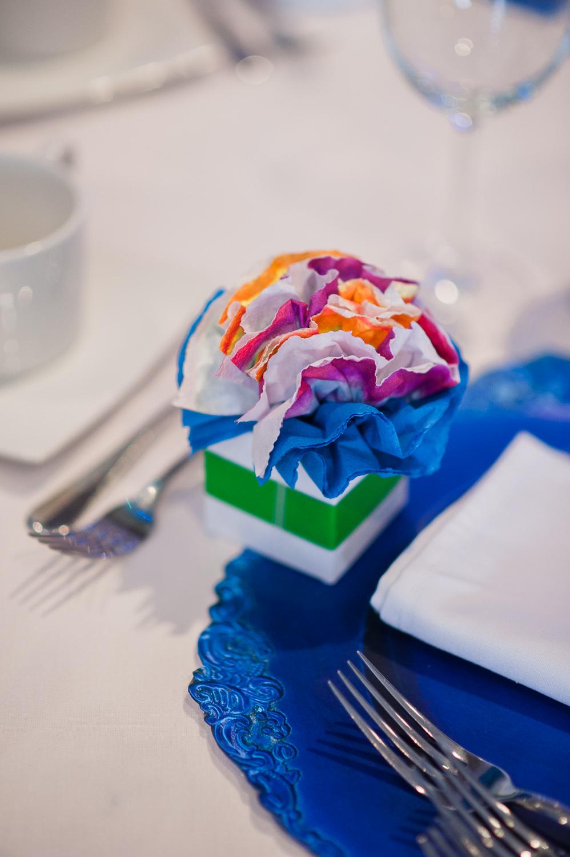 cadeau-pour-invite-bonbonniere-papier-de-soie-en-forme-de-fleur